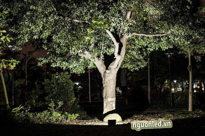 Đèn pha led 30W loại tốt, dùng cho quảng cáo ngoài trời hoặc sân vườn, sản phẩm bảo hành 2 năm, sản phẩm đủ watt