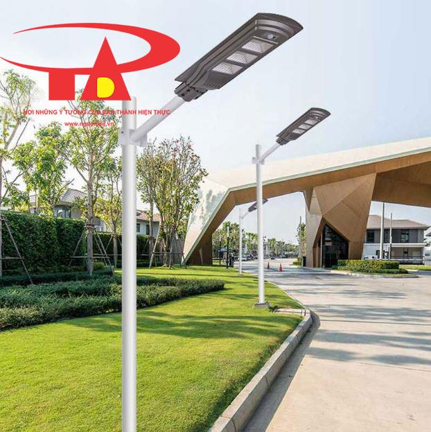 đèn đường năng lượng mặt trời 60w chiếu sáng khuôn viên công cộng