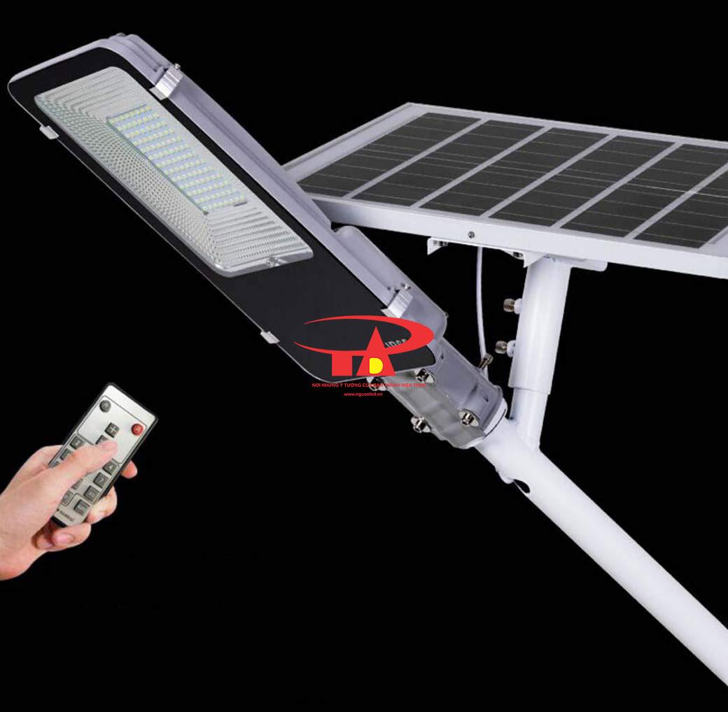đèn đường năng lượng mặt trời 100w cảm biến điều khiển từ xa