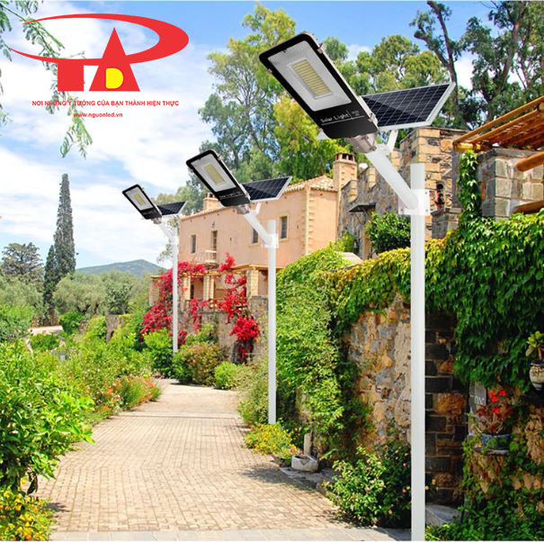 đèn năng lượng mặt trời công suất 20w chiếu sáng xí nghiệp