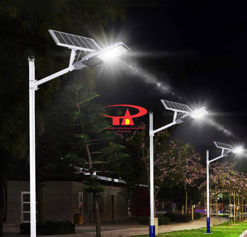 đèn đường NLMT 100w chiếu sáng lối đi
