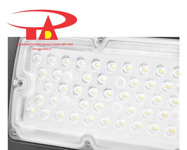 đèn led chiếu đường chạy bằng nlmt 50w chiết khấu cao