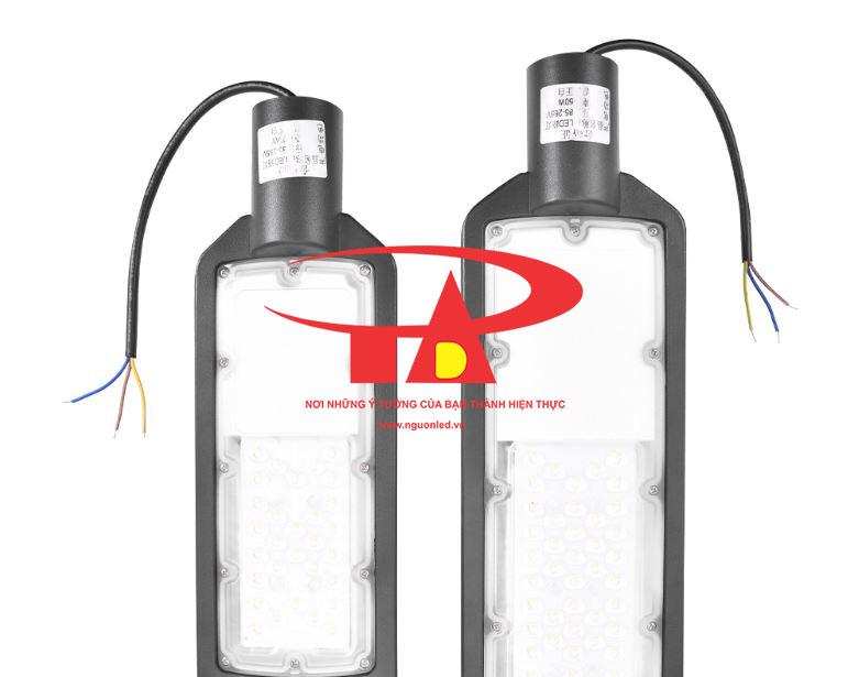 đèn led đường siêu sáng sử dụng năng lượng mặt trời 50w