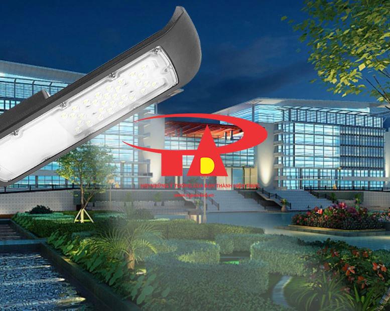 ứng dụng đèn đường năng lượng mặt trời 50w chiếu sáng lối đi