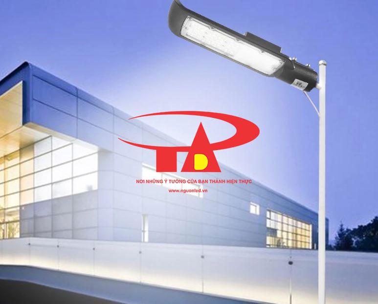 ứng dụng đèn led đường năng lượng mặt trời 50w chiếu sáng trường học