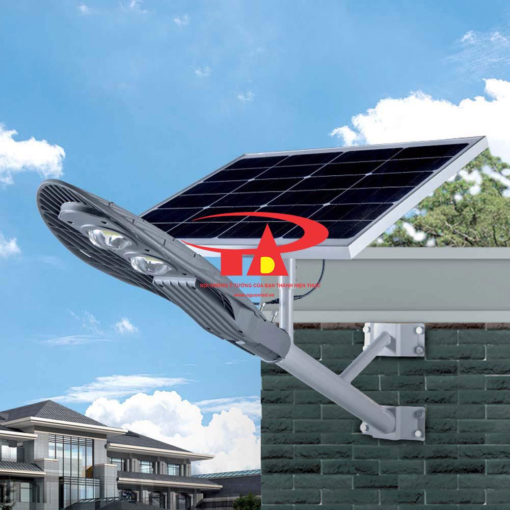 đèn đường năng lượng mặt trời 30w chiếc lá loại tốt vào ban ngày