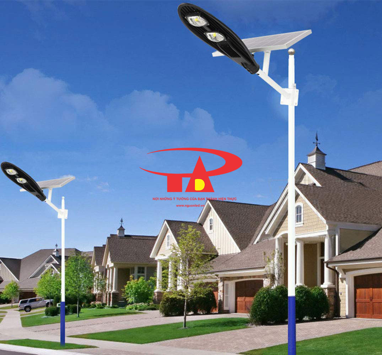 đèn đường chiếc lá NLMT 60w chiếu sáng khu dân cư