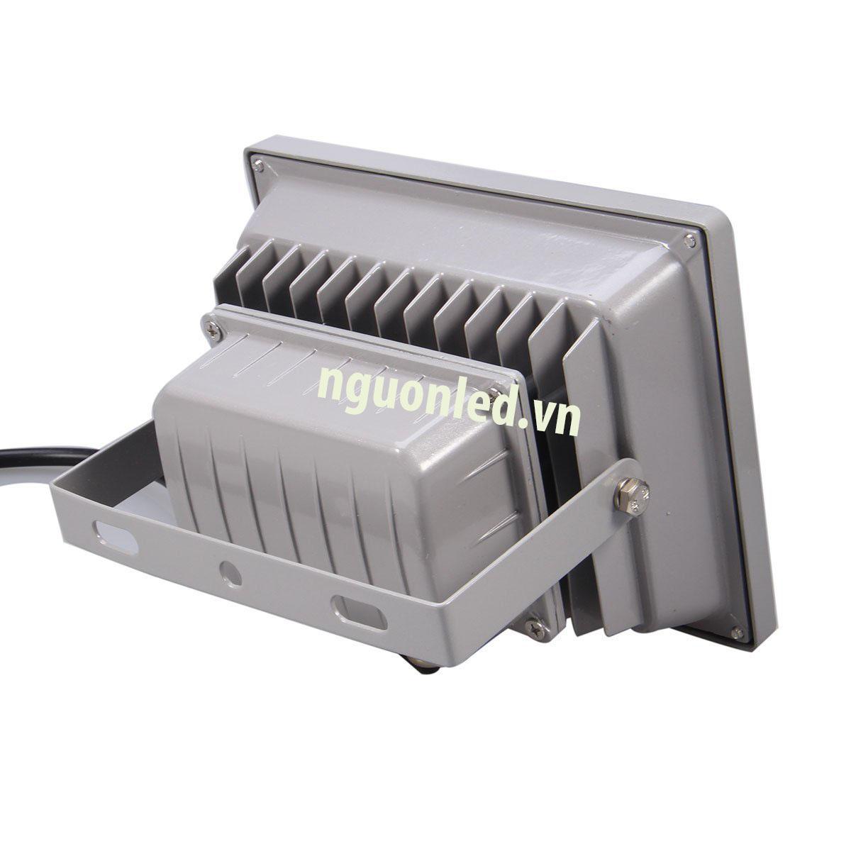 Đèn pha 10W dày, loại tốt, bảo hành 2 năm mua tại nguonled.vn
