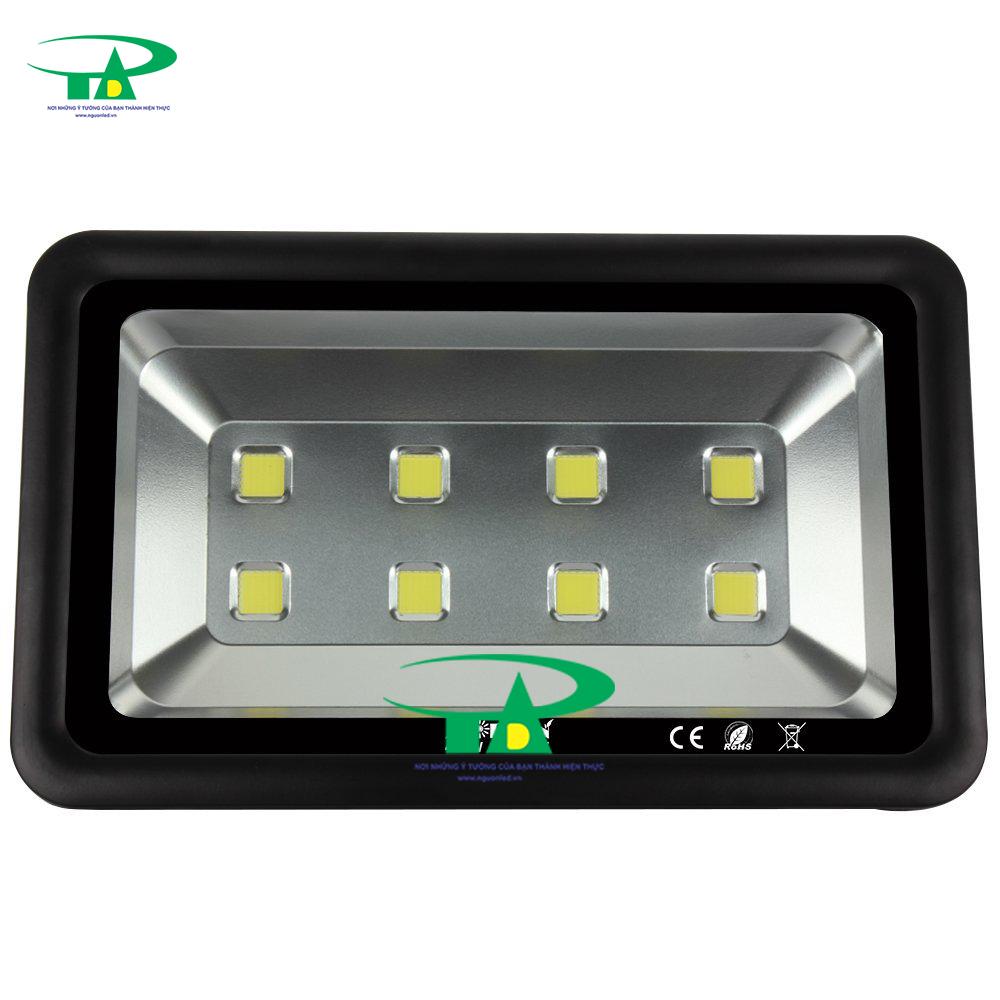 Đèn led pha 400W vỏ dày loại tốt, đủ công suất dùng chiếu sáng ngoài trời