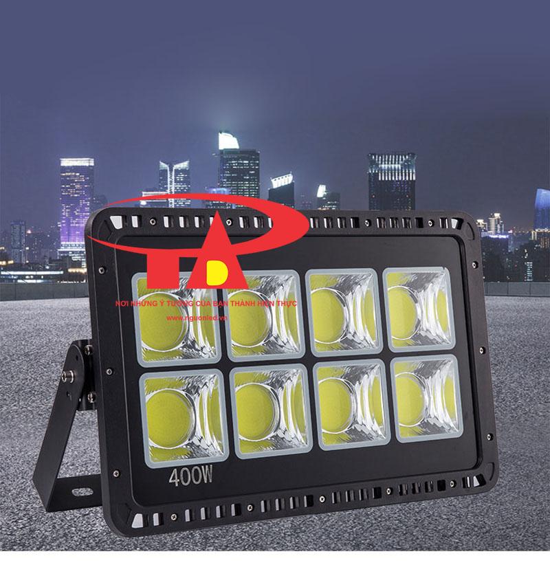 Đèn pha led CoB 400W dùng chiếu sáng biển hiệu quảng cáo, banner quảng cáo ngoài trời, hiên nhà, rọi cây, bãi đậu xe, cà phê sân vườn. Bán đèn pha COB tại HCM