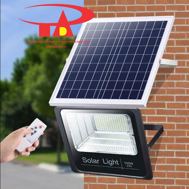 ứng dụng đèn led pha năng lượng mặt trời 100w chiếu sáng ngoài trời