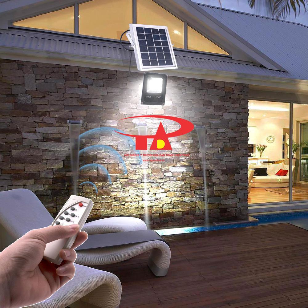 đèn led pha năng lượng mặt trời 10w chiết khấu cao, hàng ngoại nhập