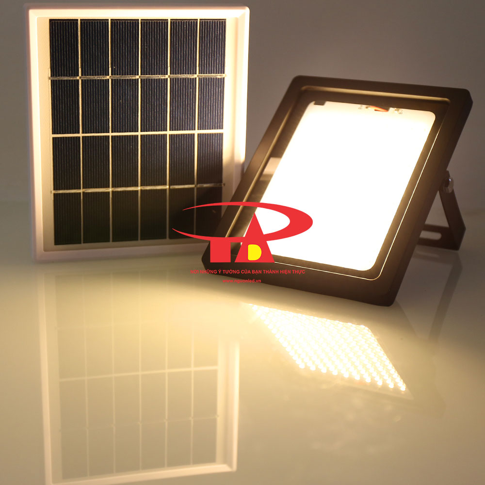 đèn pha led năng lượng mặt trời 150 led chiếu sáng sân vườn, khuôn viên, ngoài trời