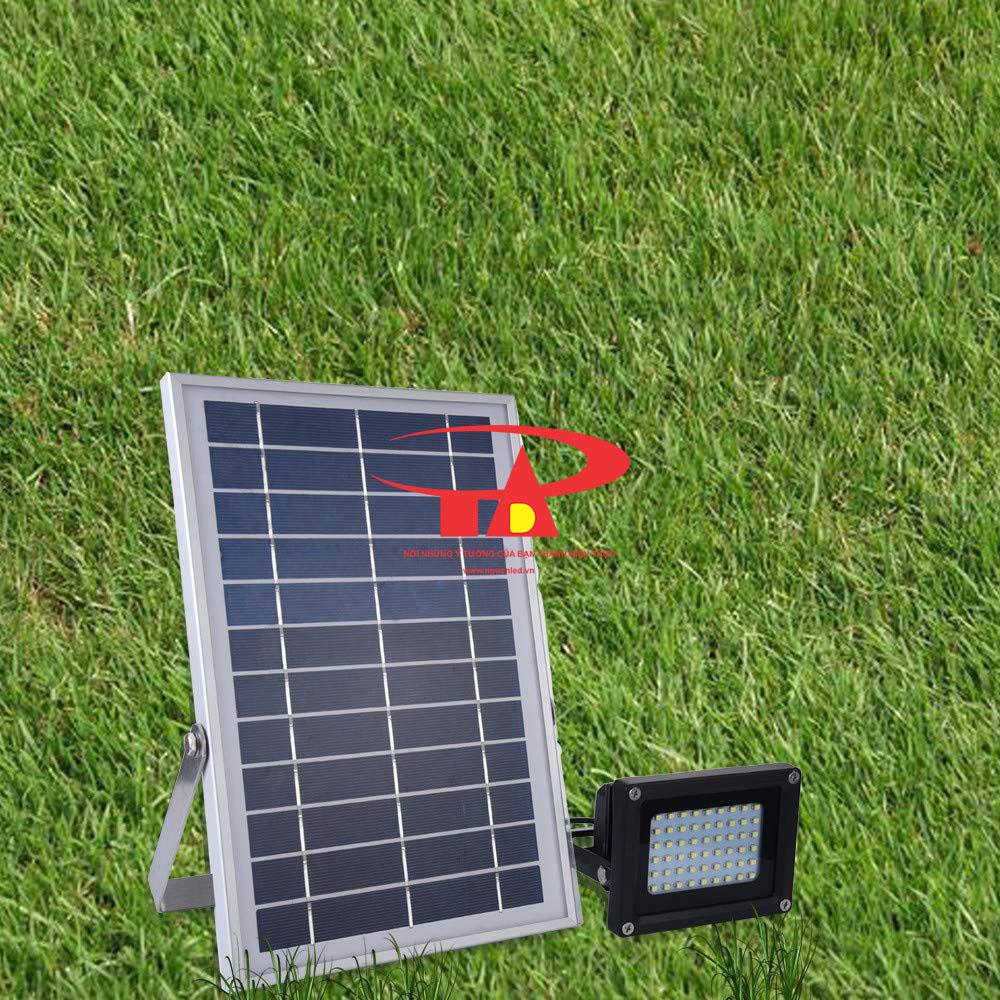 đèn pha led năng lượng mặt trời 120 led tuổi thọ cao, bền chắc