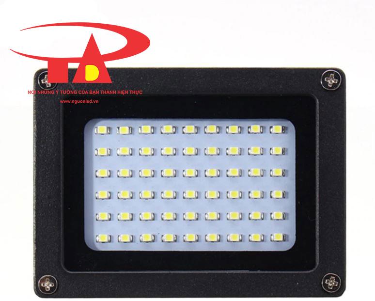 đèn pha chiếu sáng ngoài trời bằng năng lượng mặt trời chất lượng cao