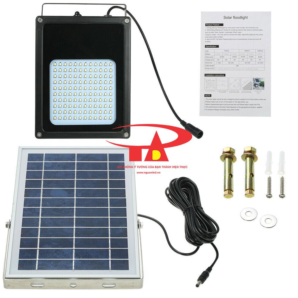 sản phẩm đèn pha led chiếu sáng sân vườn, khuôn viên bằng năng lượng mặt trời