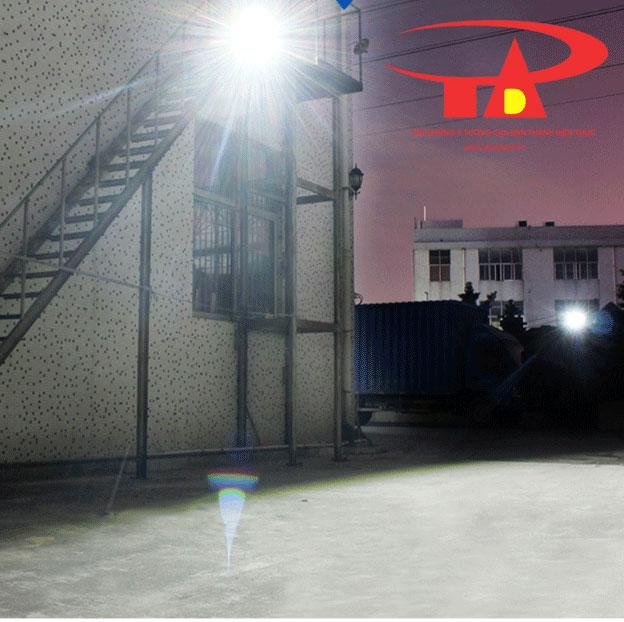 ứng dụng đèn led pha năng lượng mặt trời 50W siêu sáng, tiết kiệm điện